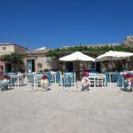 Plein in Marzamemi met restaurantjes