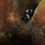 Touwen bevestigen voor de afdaling naar de Grotta dei tre livelli