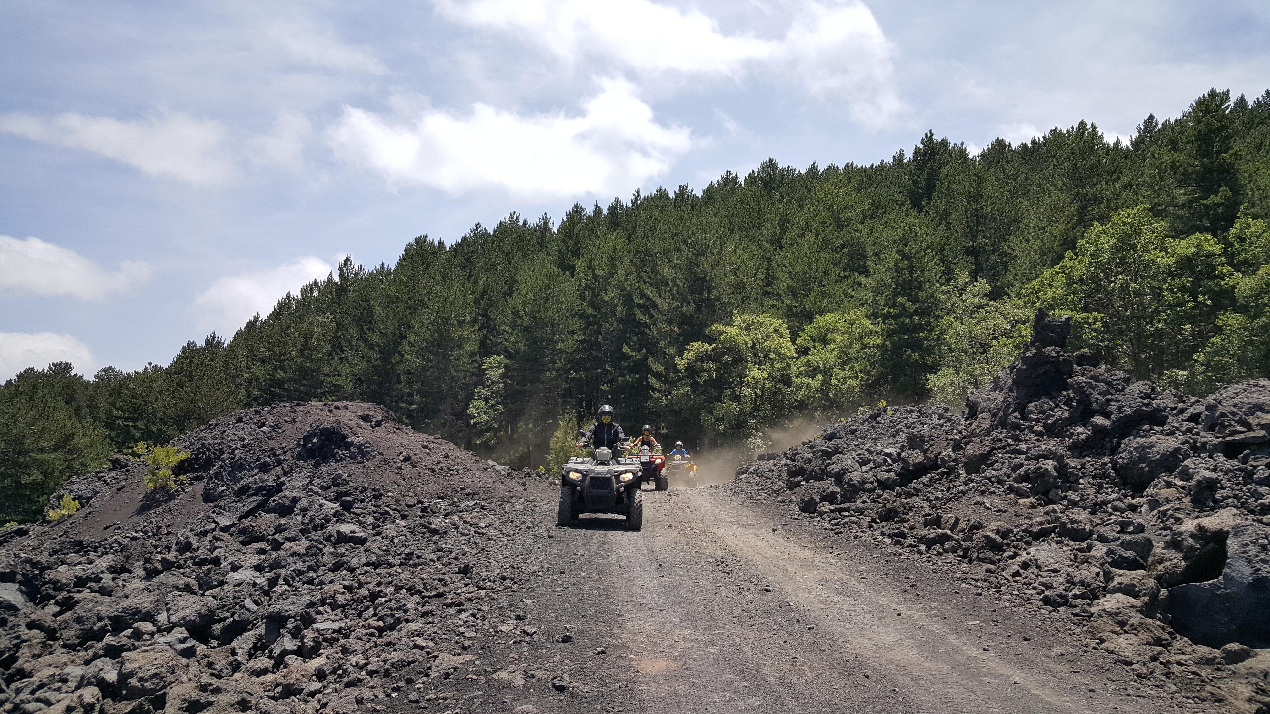Rijden over lava met quad tour Etna