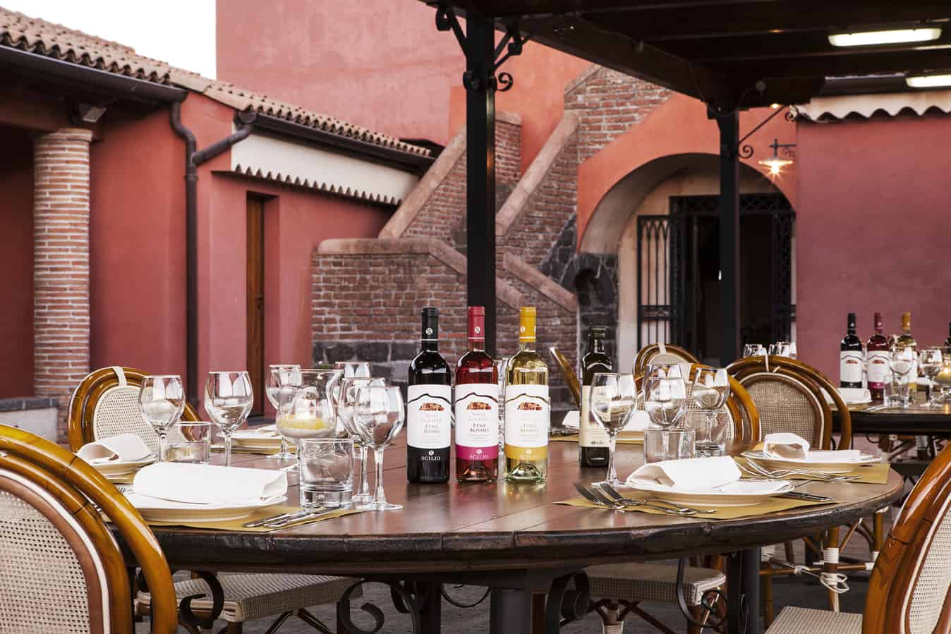 Etna wijnen wijnproeverij - rood, wit en rose