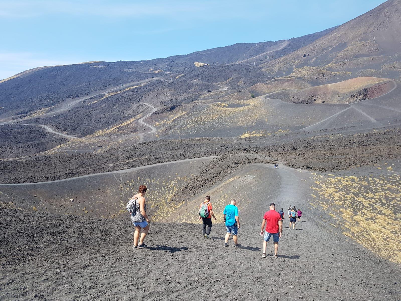 Silvestri krater wandelpad naar beneden vanaf de grote krater