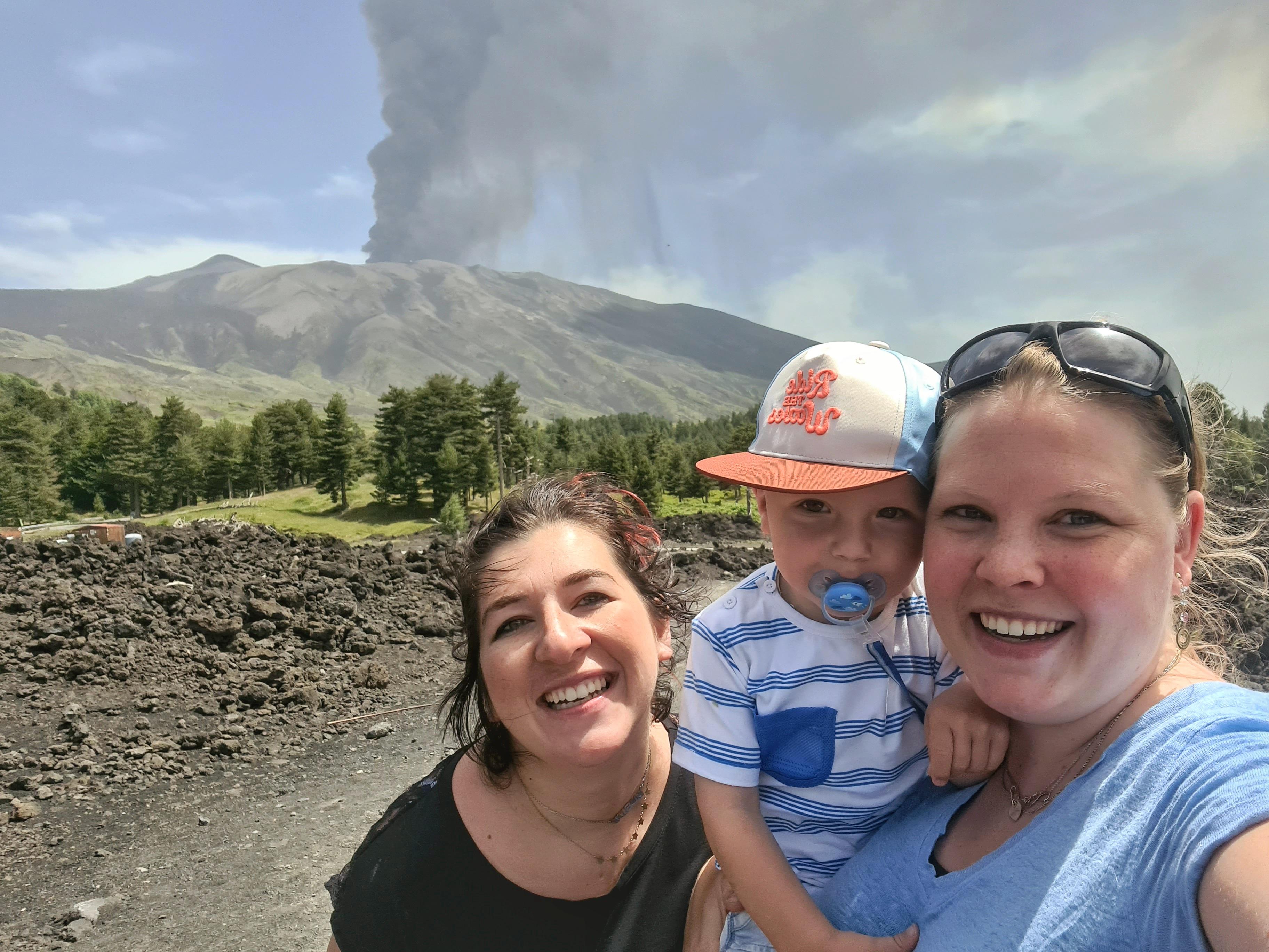 Uitbarsting Etna vulkaan selfie